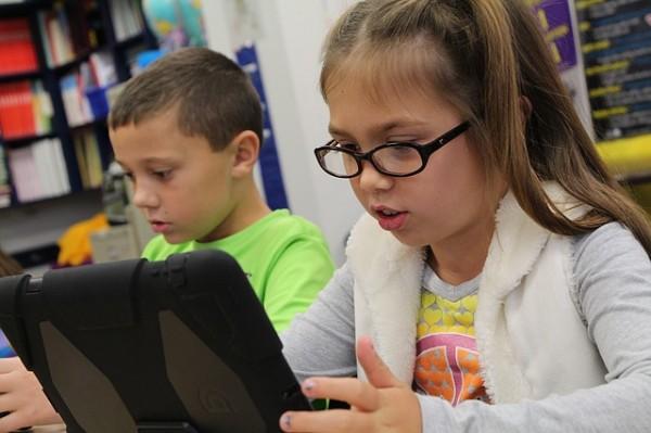 children-using-tablets