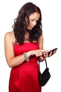 teen-using-smartphone